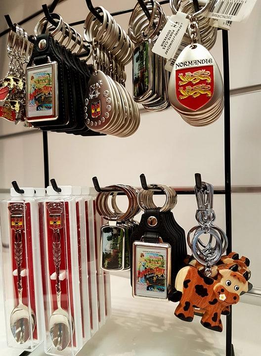 Cuillères de collection et porte clés Normandie - Office de Tourisme de Forges les Eaux